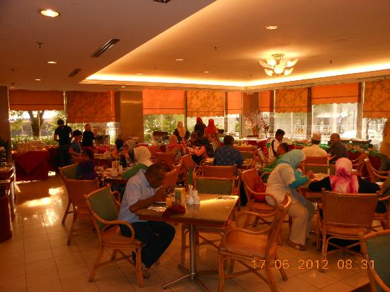 Grand Continental Kuantan: Where Breakfast is served