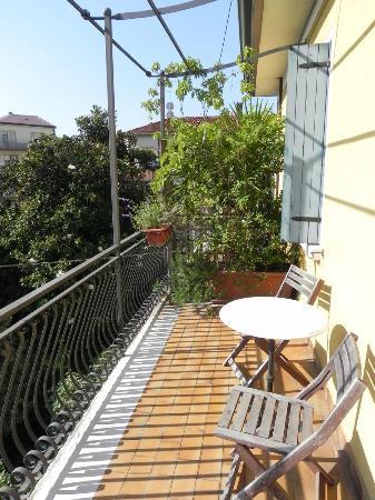 Antica Villa Graziella: Balcony - view to other side