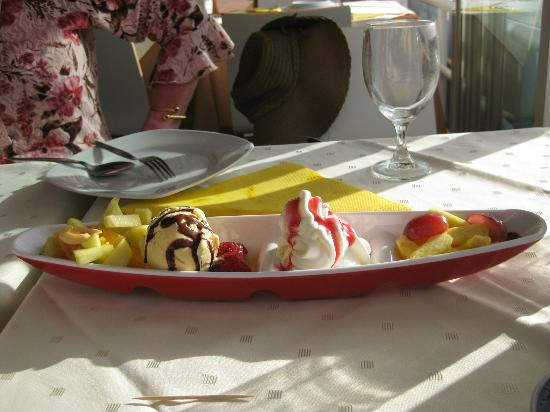 Golden Dragon: The ice cream special dessert!