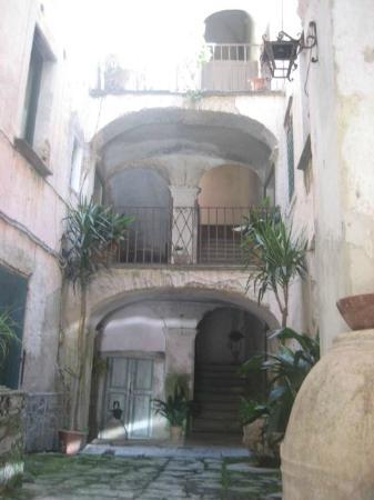 Casa Vacanze Palazzo della Cortiglia: Palazzo della Cortiglia, Eingang, Innenhof