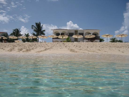 Carimar Beach Club: Beach from a swimmer's perspective