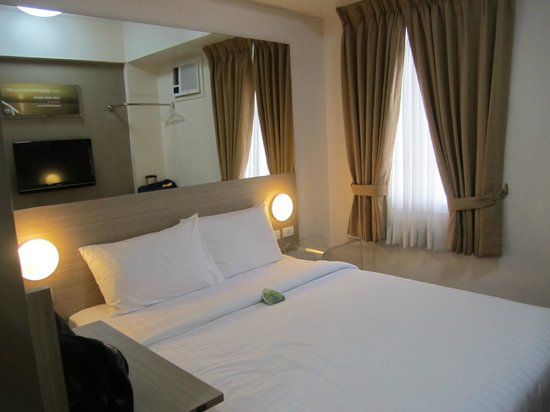 Red Planet Mabini: double room