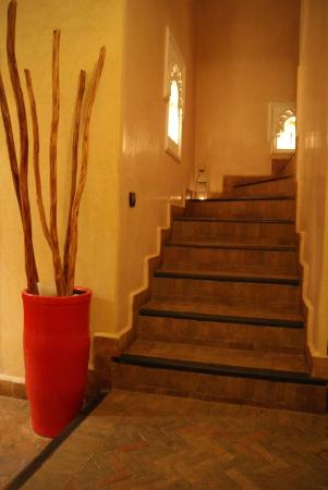 Riad L'Orchidee: Escaliers de l'entrée