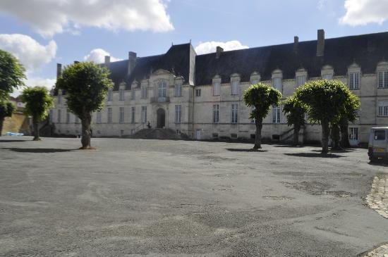 Abbaye Royale: main reception area