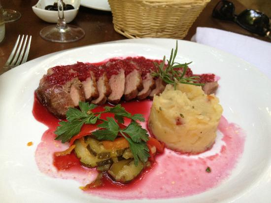 Le Platane: duck with raspberry sauce
