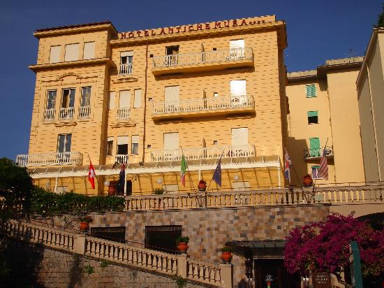 Antiche Mura Hotel: The front of the hotel