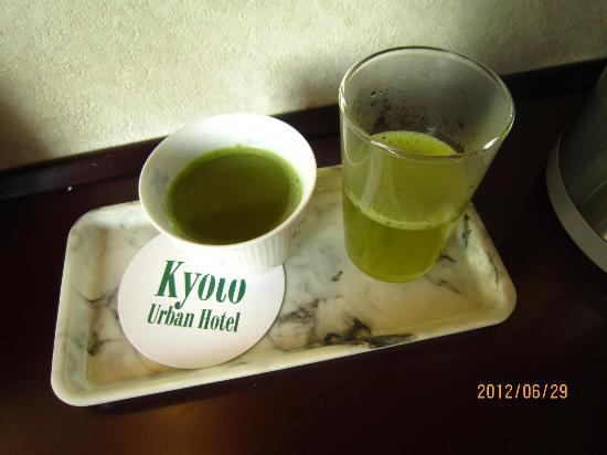 Urban Hotel Kyoto: 無料の粉末茶でティータイム
