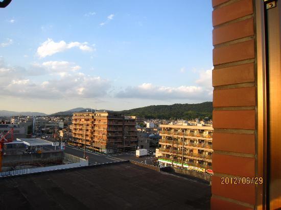 Urban Hotel Kyoto: 部屋から山が~見えました。