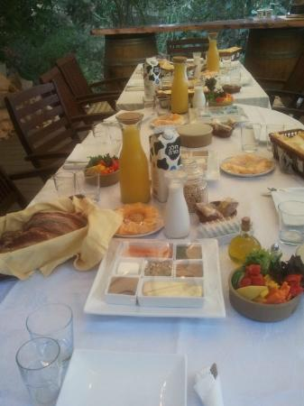Pina Balev: Last week we had a big familly for a few days. this is how theire breakfast looked like