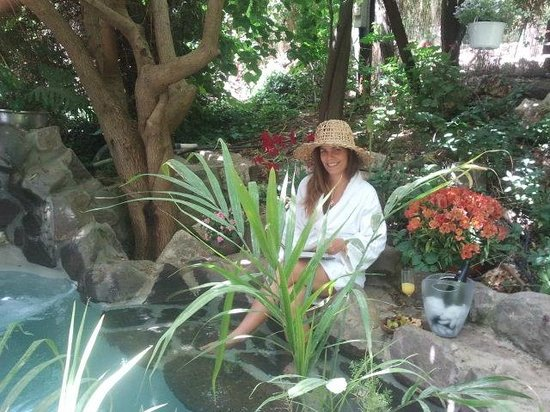 Pina Balev: Hilla in the greens next to the pool