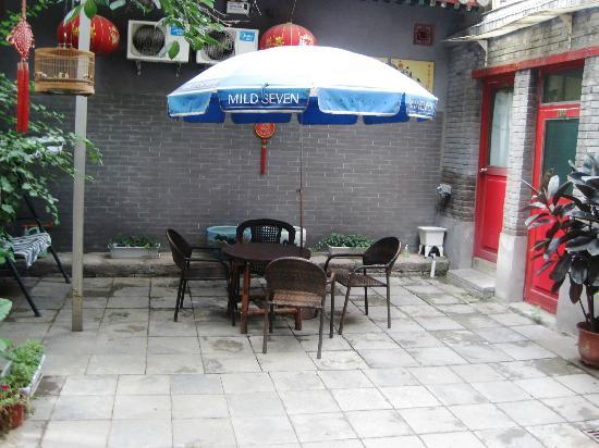 Beijing 161 Lama Temple Courtyard Hotel: Front courtyard