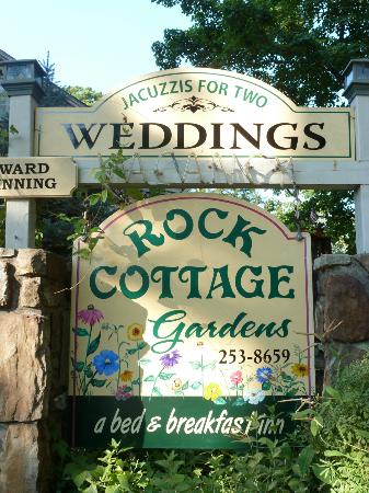 Rock Cottage Gardens Bed & Breakfast Inn: The Rock Cottage Gardens B & B
