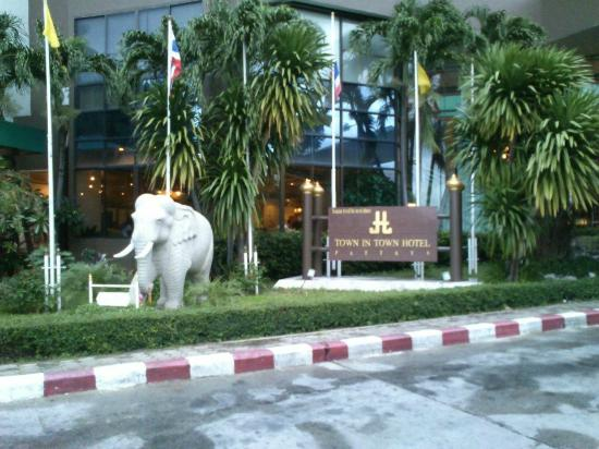 Town In Town Hotel Pattaya: Entrance