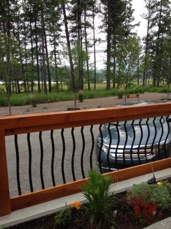 Elizabeth Lake Lodge: The view from the deck chairs