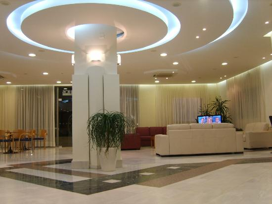 Yakinthos Hotel: RECEPTION AREA