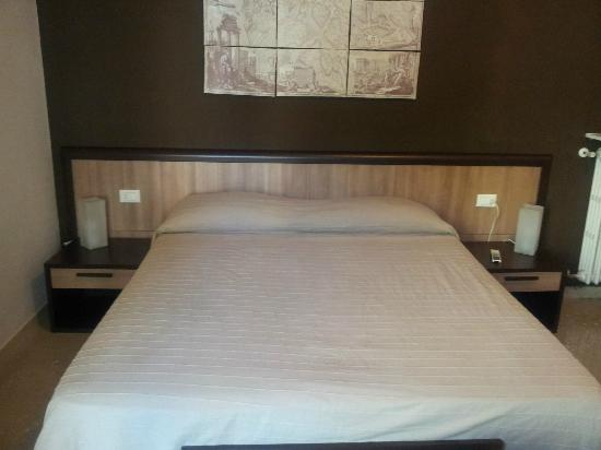 "Guest House House in Rome Domus Romana: Letto camera ""Roma""."