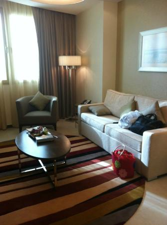 Marriott Executive Apartments Riyadh, Makarim: the living room
