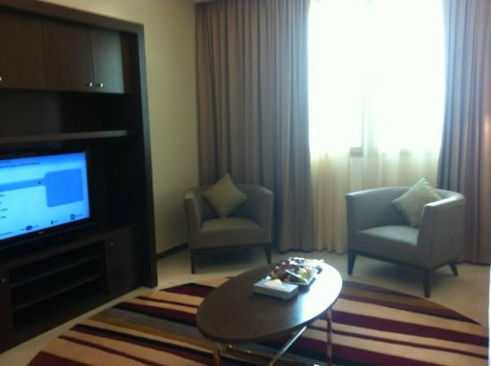 Marriott Executive Apartments Riyadh, Makarim: a side of living room