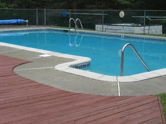 Deerfield Health Retreat and Spa: Heated Pool