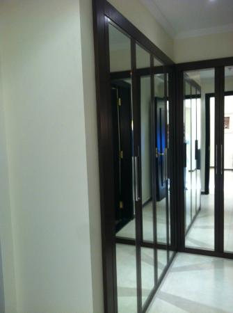 Marriott Executive Apartments Riyadh, Makarim : the closet