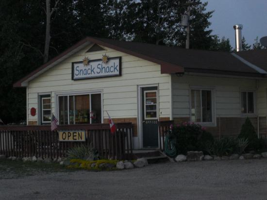 Manitoulin Island, Canada: Snack Shack for coffee, muffins and goodies.