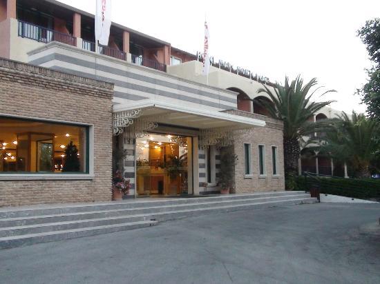 Mare Monte Beach Hotel : Entrée de l'hôtel