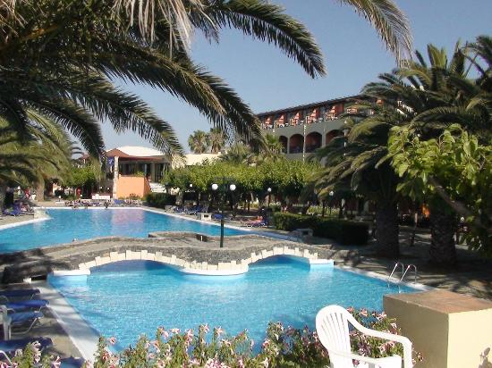 Mare Monte Beach Hotel: La piscine de l'hôtel