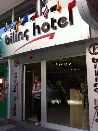 Bilinc Hotel: entrata attaccato bancomat e uscendo a sinistra ce cambio molto buono
