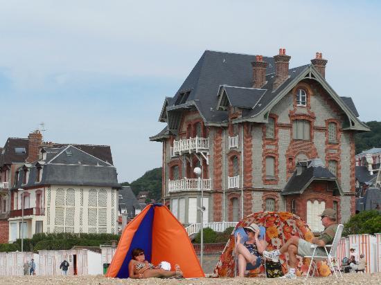 Hotel de la Plage : some house on the coastline