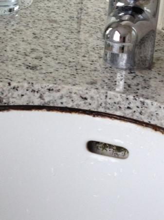 Fraser Suites Queens Gate: the basin is filthy with mould