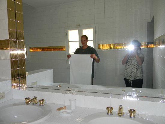Panella's Residence: You feel like a King / Queen in this massive bathroom with huge tub!!