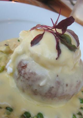 Boathouse : Fishcake with Creamed Leeks & Peas topped with a Poached Egg