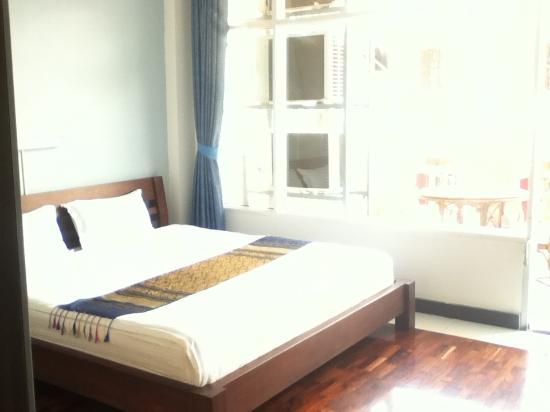 أيهاوس هوتل: Room With Balcony