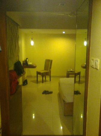Nandhini Hotel - J.P.Nagar: the room as you enter
