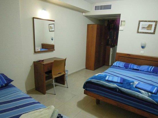 Aviv Spring Hostel : Room
