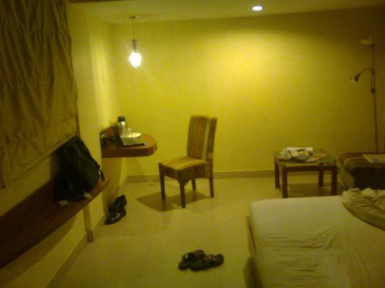 Nandhini Hotel - J.P.Nagar: study table