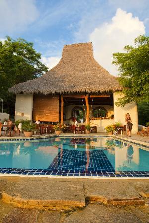 Pelican Eyes Resort & Spa: La Cascada Restaurant