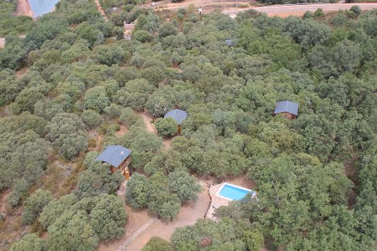 Ecolodge de Cabaneros: Vista aérea del ecolodge en el bosque donde se encuentra