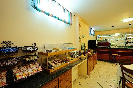 Agriturismo Colle degli Olivi: sala colazione bar