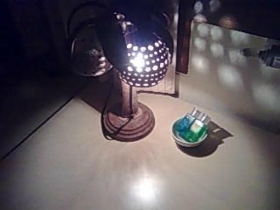 Baan Nisarine : 部屋にあったランプ