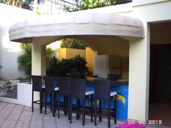 Villa Oasis: Poolside