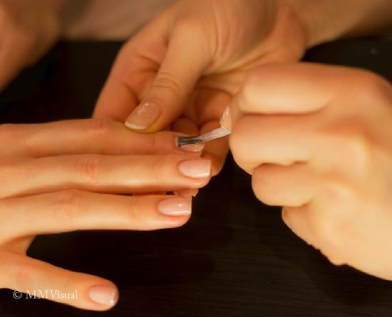 Avie Spa: Enjoy our express or spa's manicures that will give your hands a royal treatment