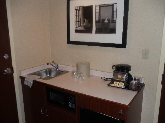 SpringHill Suites by Marriott Providence West Warwick : Kitchen area