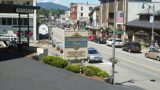 Mountain View Inn: Main street