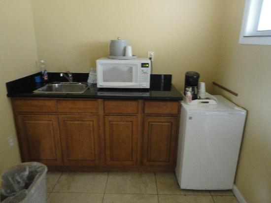 Everglades City Motel: Kitchenette