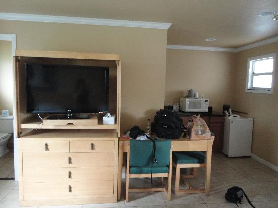 Everglades City Motel: TV Unit