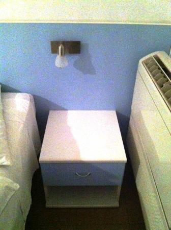 Hotel La Balnearia: Arredo innovativo (per gli anni 80) con condizionatore direttamente nel letto