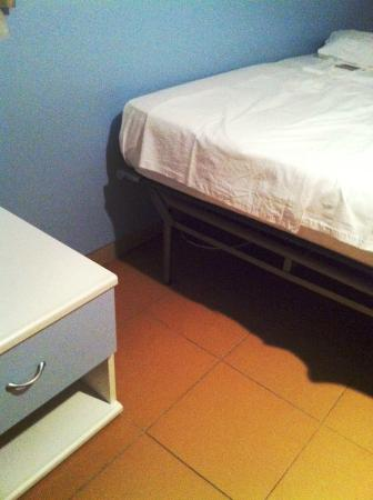 Hotel La Balnearia: Più che un letto, direi una branda...