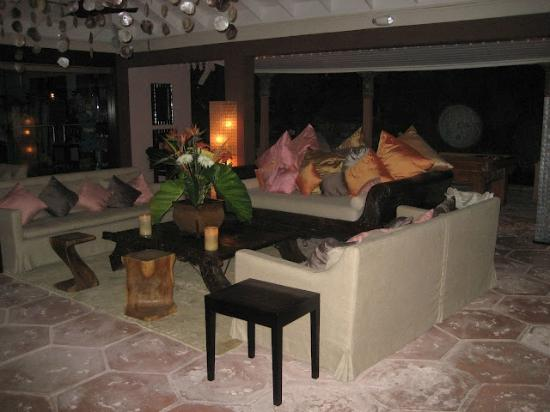 Pink Sands Resort: Balinese decor