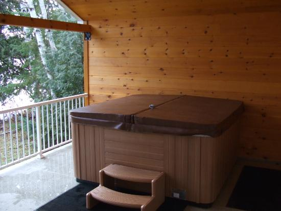 Private hot tub picture of couples resort whitney for Lake whitney cabins with hot tubs